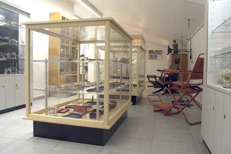 Abb. 4: Dentalhistorische Sammlung Bonn, Blick in die Sammlung, Foto von Priv.-Doz. Dr. Ernst-Heinrich Helfgen/Universität Bonn